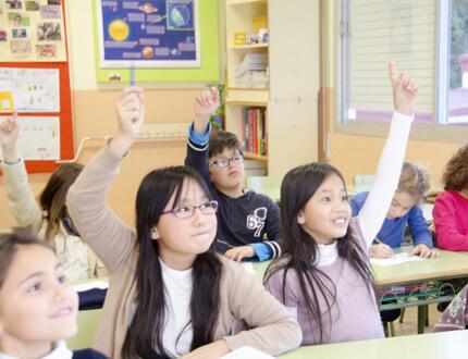 海外子女教育に取り組んでいます